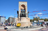 Independence monument on Taksim Square in Istanbul. — Stock Photo