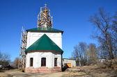 The restavration of Voznesenskaya church in Yuryev-Polsky. Golden ring of Russia. — Stock Photo