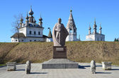 The monument to Yuriy Dolgoruky in front of Micael-Arhangelskiy monastery in the town of Yuriev-Polsky. Golden ring of Russia. — Stock Photo
