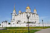 在 12 世纪,弗拉基米尔 · 乌斯别斯基大教堂。俄罗斯金环. — 图库照片