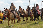 Men in suits warriors of 16 centuryon horseback, the reconstruction of the Molodi battle, Moscow region — Stock Photo
