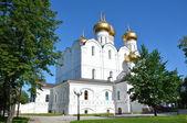 Uspensky Cathedral in Yaroslavl? Golden ring of Russia. — Stock Photo