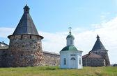 Solovki, Christian Chapel amid the solovetsky monastery fortress wall, Russia. — Stock Photo