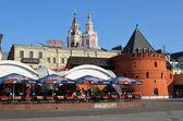 Vista de moscú, café en el centro histórico de teatro (revolución) cuadrado — Foto de Stock