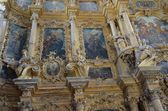 The wooden iconostasis in Uspensky Cathedral of Goritskii monastery in Pereslavl Zalessky — Stock Photo