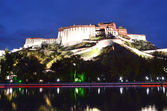 Tibet, the Potala Palace in Lhasa, the residence of the Dalai Lamas at night. — Stock Photo