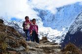 Nepal, Himalaya, children on the mountain path — Stock Photo