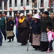 Tibet, ancient Barkhor Street аround the Jokhang temple in Lhasa — Stok fotoğraf