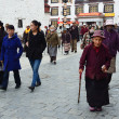 Tibet, ancient Barkhor Street surrounding the Jokhang temple in Lhasa — Stok fotoğraf