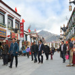 Tibet, ancient Barkhor Street surrounding the Jokhang temple in Lhasa — Foto Stock