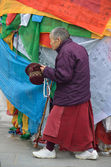 Tibet, Lhasa, an old woman commit bark on ancient Barkhor street surrounding the Jokhang — Stock Photo