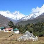Nepal, the Himalayas, village Tyangboche, views of the peaks of Mount Everest, Lhotse, Ama Dablam — Stock Photo