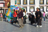 Tibet, people near ancient Jokhang monastery in Lhasa — Stock Photo