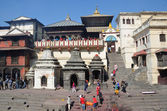 Kathmandu, Nepal, Pashupatinath, cremation of the dead on the banks of the sacred Bagmati River — Photo