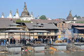 Kathmandu, Nepal, Pashupatinath, cremation of the dead on the banks of the sacred Bagmati River — Photo