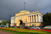 St. Petersburg, the Admiralty on the Admiralty embankment — 图库照片
