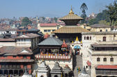 Kathmandu, Nepal, Pashupatinath cremation of the dead on the banks of the sacred Bagmati River — Стоковое фото