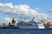 St. Petersburg, white cruiseship on the Neva — Stock Photo