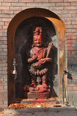 Nepal, Kathmandu, the deity in the niche of the ancient Hindu temple — Stock Photo