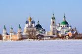 在冬天,金戒指的俄罗斯罗斯托夫斯 yakovlevsky 迪米特里耶夫修道院 — 图库照片