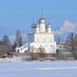 Transfiguration Cathedral in Spaso-Yakovlevsky Dimitriev monastery in Rostov in winter, Golden ring of Russia — Stock Photo #40477991