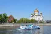 River trips on the boat on the Moscow river, a view of the Cathedral of Christ the Saviour — Stock Photo
