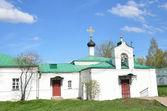 Church of Sreteniya Gospodnya (the purification) with the Hospital Corps in Aleksandrovskaya Sloboda, Vladimir region, Golden ring of Russia — Stock Photo
