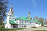 Pokrovskaya (Protection of Virgin) church and the King's Chamber in the Alexander Sloboda, Vladimir region, Golden ring of Russia — Stock Photo