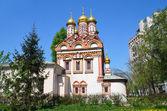 Church of St. Nicholas in Bersenevka in Upper Sadovniki, Moscow, Russia — Stock Photo