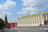 Moscow, the Armory and the Diamond Fund in Kremlin and Borovitskaya Tower — Stock Photo