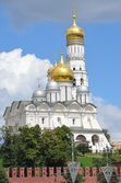 Moscow kremlin, Arhangelsky Cathedral and bell tower of Ivan Vrlikiy — Foto de Stock