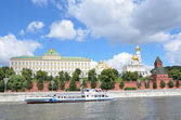 River trips on the Moscow river, a view to the Kremlin — Stock Photo