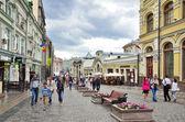 Moskva, Rusko, června, 12, 2014, lidé chodí Kuznetsku většina ulice — Stock fotografie