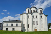 Novgorod, Jaroslav soudu, katedrála v Nicholj-Dvorischensky, zlatý prsten Ruska — Stock fotografie
