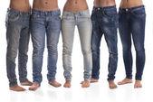 Grup erkek ve kadın kot pantolon — Stok fotoğraf