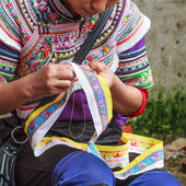 Woman making traditional clothes by hand — Stockfoto