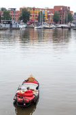 Picnic boat floating through a city — Photo