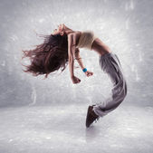 Young woman hip hop dancer — Stockfoto