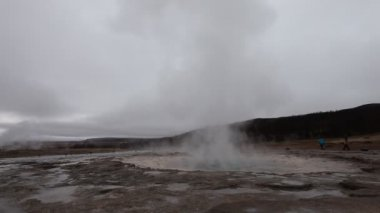 Geyser Strokkur eruption in the Geysir area, Iceland — Stock Video