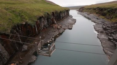 Broken crossing on a mountain river in Iceland — Vídeo de Stock
