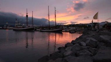 Aegina portu zachód słońca w północnej islandii — Wideo stockowe