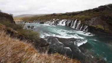Waterfall Hraunfossar in park Husafell in north Iceland — ストックビデオ