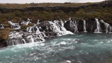 Waterfall Hraunfossar in park Husafell in north Iceland — Vídeo de stock