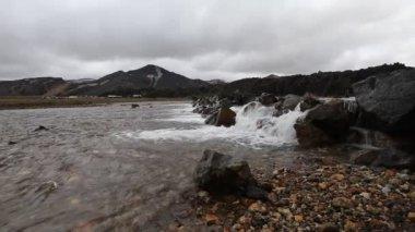 Fluss in island — Stockvideo