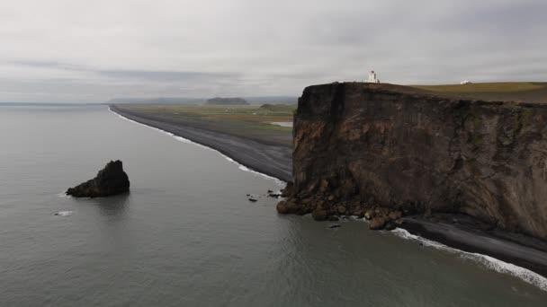 Phare de falaises noires, dyrholaey, islande — Vidéo