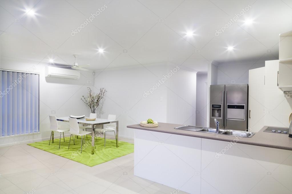 현대 부엌 및 식사 장소 — 스톡 사진 © zstockphotos #22902158
