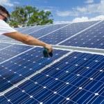 Instalacja kolektorów słonecznych — Zdjęcie stockowe #22910104