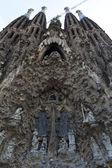 фасад рождества sagrada familia церковь (антонио гауди) барселона - испания — Стоковое фото