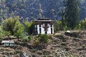 бутанский дом на вершине холма — Стоковое фото