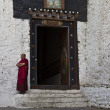 Monk at the entrance of Trongsa Dzong in Trongsa - Bhutan — Stock Photo